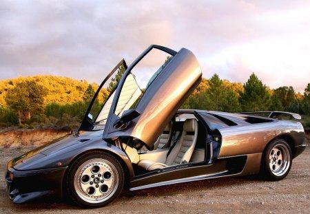 Lamborghini Diablo - легенда автомобильного мира
